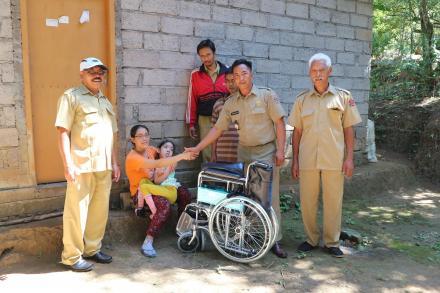 Penyerahan Bantuan Kursi Roda gratis bagi penyandang Difabel