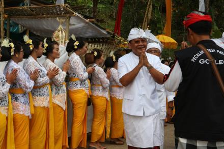 Wakil Bupati Buleleng I Nyoman Sutjidra hadiri Upacara Pengenteg Linggih di Pura Dalem Banjar Adat