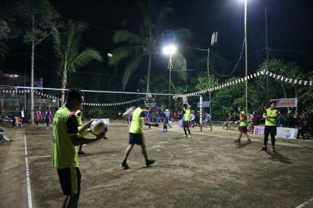 Perolehan Skor Pertandingan Bola Voli pada Pembukaan Porsenides Desa Gobleg