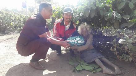 Penyerahan Titipan Paket Sembako dari Angel Heart