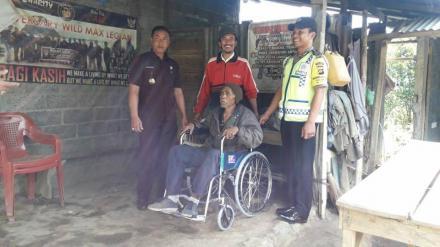 Penyerahan Bantuan Kursi Roda dari Yayasan Bunga Bali