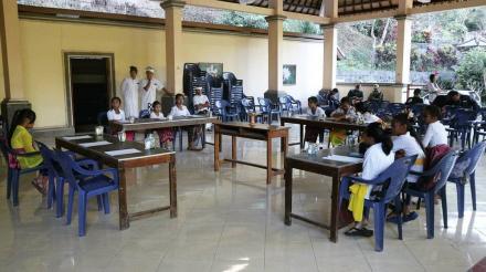 Lestarikan Budaya bali dengan Lomba Nyastra Bali dalam Posenides Desa Gobleg 2018