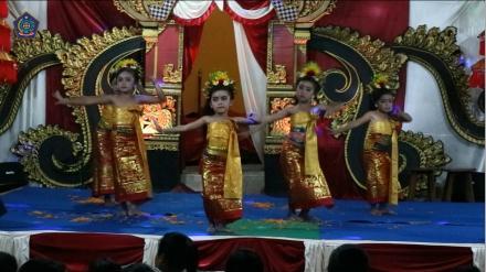 Tari Puspanjali dalam Rangka Hari Raya Galungan dan Kuningan