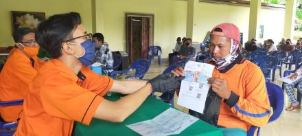 Sebanyak 161 Keluarga di Desa Gobleg terima Pencairan BST Rp. 600.000